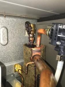 Rūsainie nosēdumi (korodējusi dzelzs) siltumsūkņa atgaisošanas ventilī