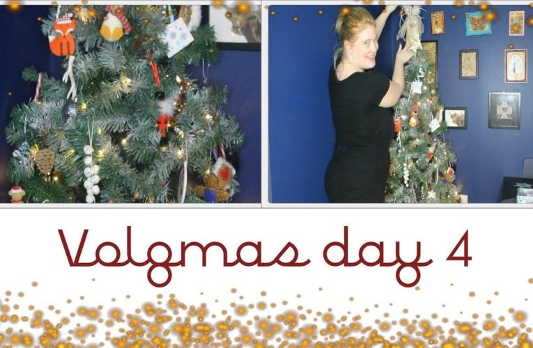 Decorating the tree|| Vlogmas day 4