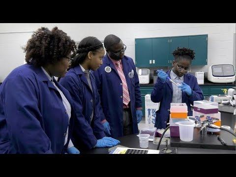 High School Students Find Rare E-coli-killing Bacterium at RIT