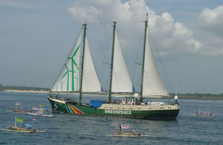 Greenpeace's second Rainbow Warrior ship arrives in Bali for the 2007 UN climate conference.