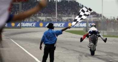 FP MotoGP chequered flag