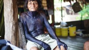 Embera Indianer mit klassischem Ganzkörpertattoo