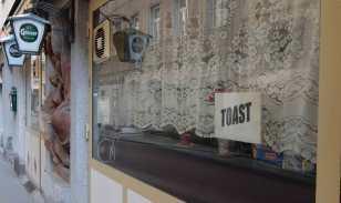 Toast in Vienna is big