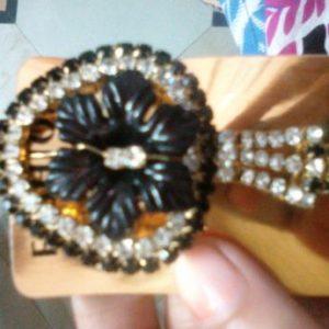 Black stone clip
