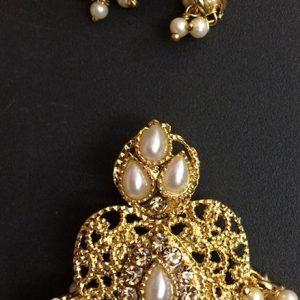 Loreal earrings and pendant set
