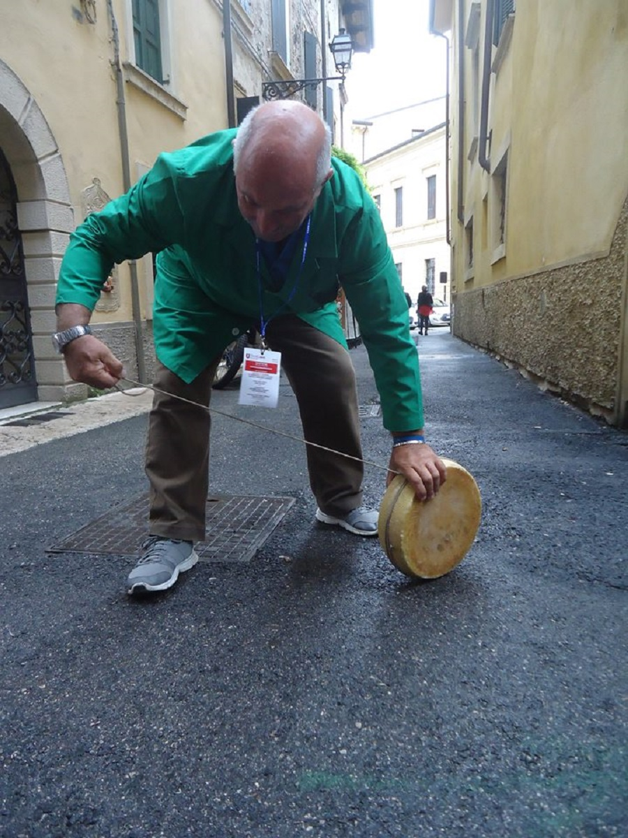 Lancio del Maiorchino al festival dei giochi di strada di Verona Tocatì