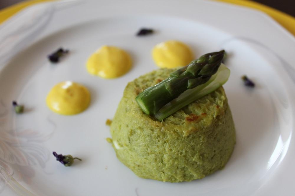 Sformatino primavera con asparagi e patate e crema di curcuma