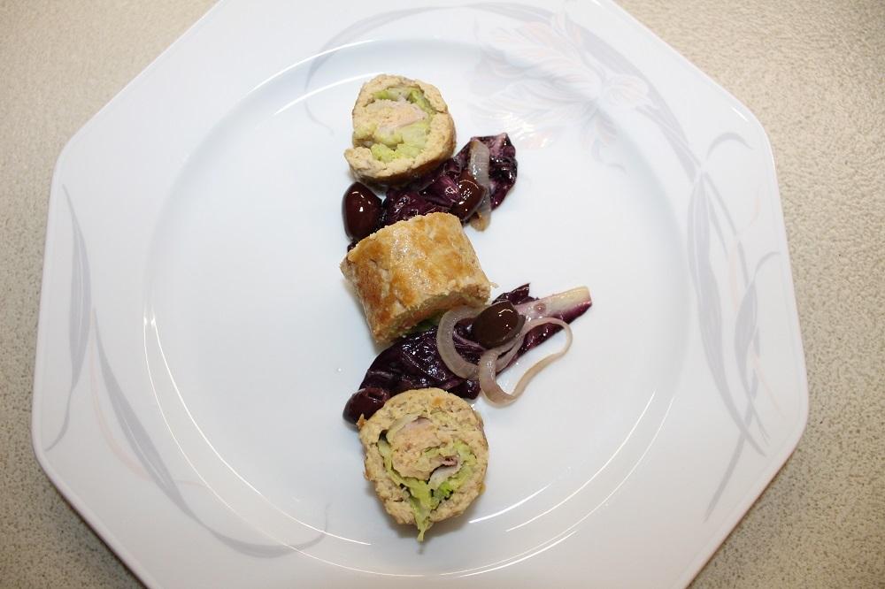Verza e pancetta, farcitura perfetta per i roll di pollo