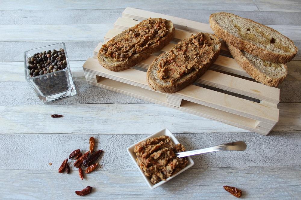 roveja storia e ricette del legume dimenticato bruschette con hummus di roveja e pepe di cajenna