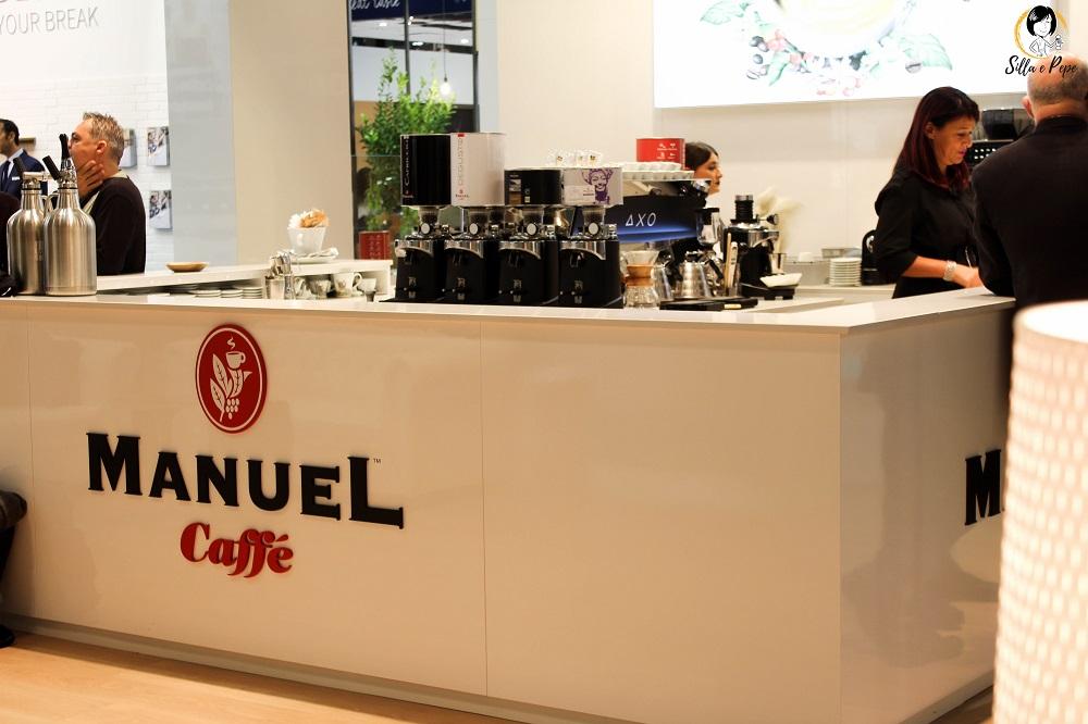Manuel caffè stand in fiera HostMi