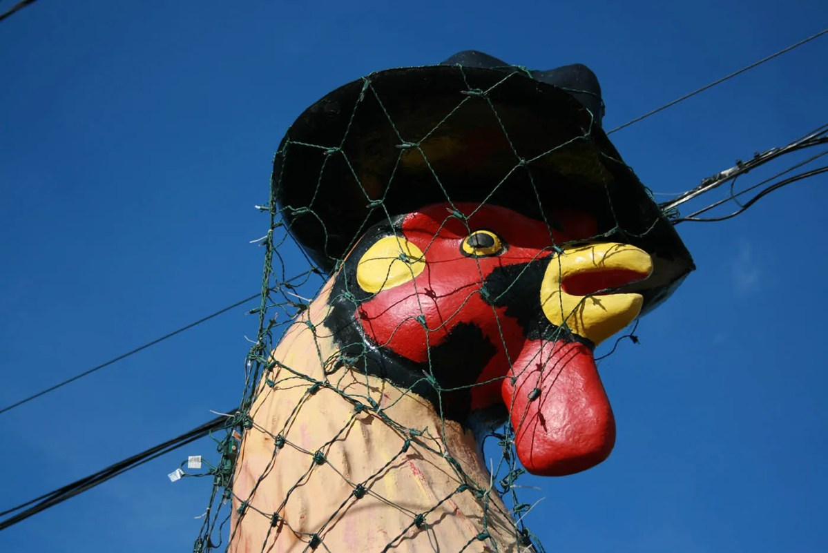 🐓 Giant Rooster in a Top Hat in East Peoria, Illinois