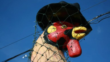 Giant Rooster in a top hat roadside attraction is a ten-foot tall statue that stands outside of Carl's Bakery in East Peoria, Illinois.