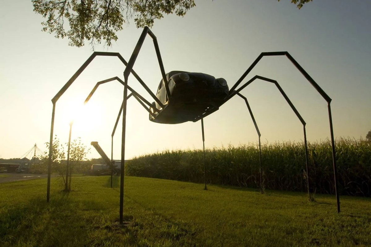 Giant Spider made from a Volkswagen Beetle in Avoca, Iowa