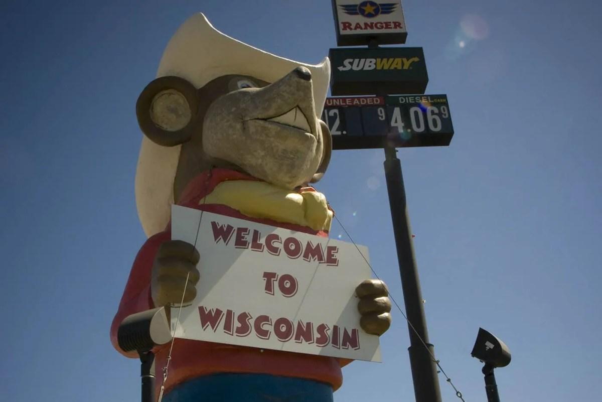 🐭 Giant Western Mouse in Oakdale, Wisconsin