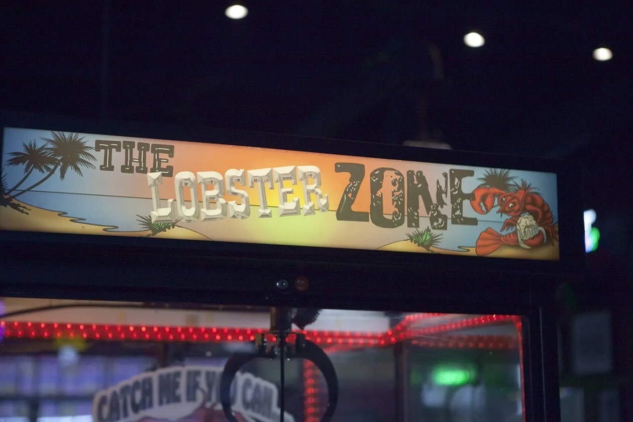 The Lobster Zone - Mallie's Famous Lobster Tank