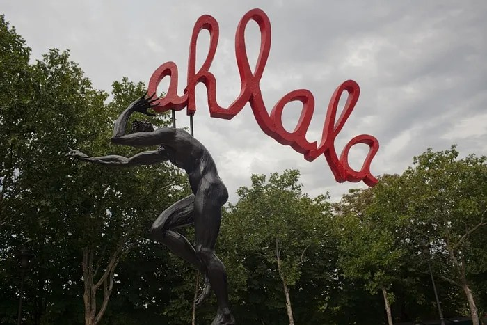 Ah la la statues in Paris, France