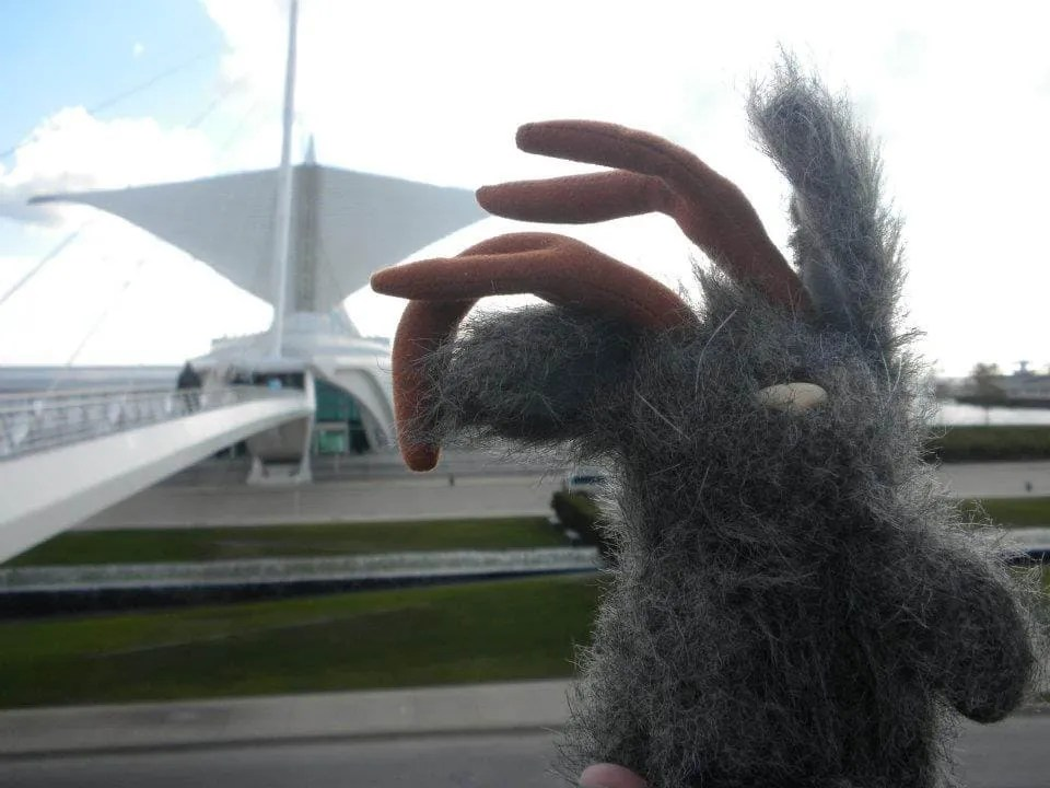Watching the Wings Open at the Milwaukee Art Museum.