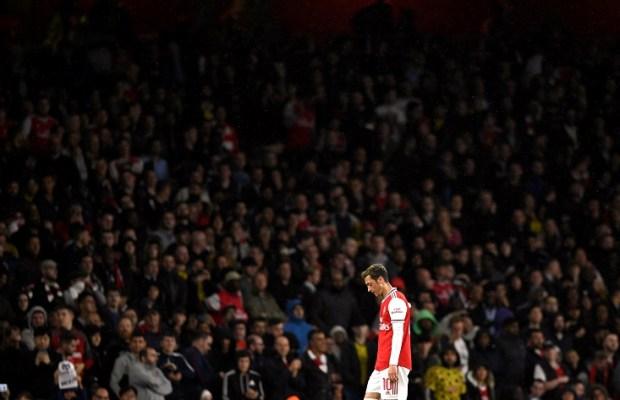 Mesut Ozil tells Arsenal he is not leaving