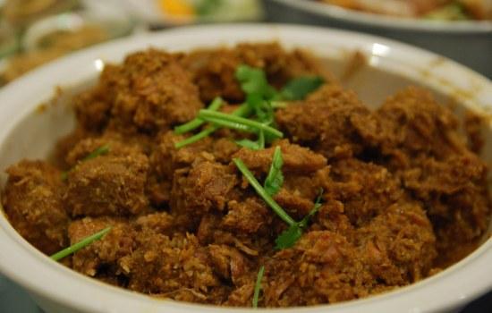 Rendang daging: gestoofd rundvlees
