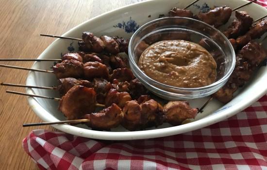 Kipsaté met pindasaus: veel lekkerder dan dit gaat het niet worden!