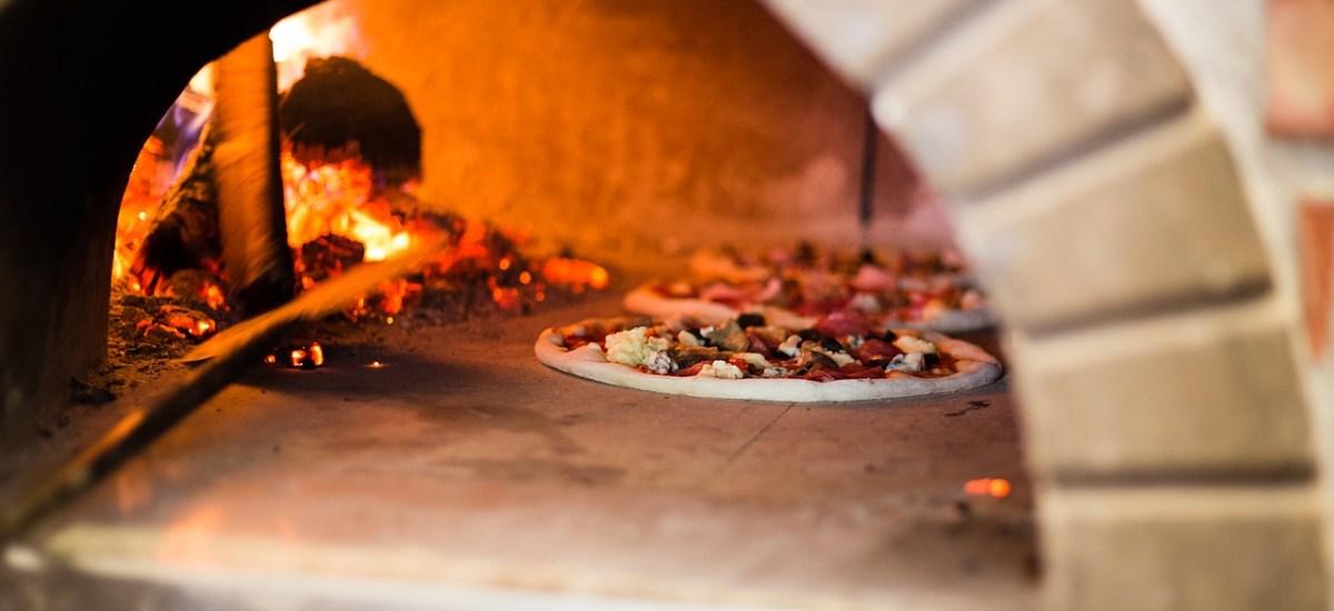 Pizza zelf maken, zelfs de bodem