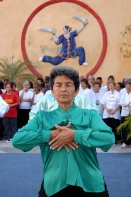 Ancianos practican Wushu el Día Mundial del Tai Chi y el Qi Gung, el 25 de Abril de 2009, La Habana, Cuba. Foto: Calixto N. Llanes/Juventud Rebelde (CUBA)