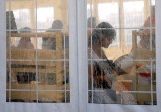 En las carpas se ofertaron variedades de títulos durante la 20 Feria Internacional del Libro Cuba 2011, en su sede de La Fortaleza San Carlos de la Cabaña, el 17 de Febrero de 2011, La Habana, Cuba. Foto: Calixto N. Llanes/Juventud Rebelde (CUBA)