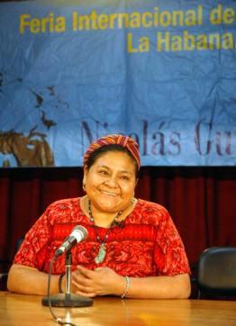 La Premio Nóbel de la Paz Rigoberta Menchú asistió a la 20 Feria Internacional del Libro Cuba 2011, en la Fortaleza San Carlos de la Cabaña, el 17 de Febrero de 2011, La Habana, Cuba. Foto: Calixto N. Llanes/Juventud Rebelde (CUBA)