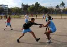 Niñas y niños entrenan balonmano en la Ciudad Deportiva, el 12 de Marzo de 2011, La Habana, Cuba. Foto: Calixto N. Llanes/Juventud Rebelde (CUBA)