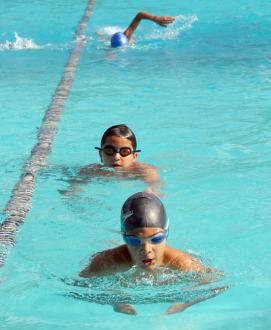 Niños cubanos entrenan en la piscina de la Ciudad Deportiva, el 12 de Marzo de 2011, La Habana, Cuba. Foto: Calixto N. Llanes/Juventud Rebelde (CUBA)