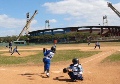 Los equipos de béisbol infantil de 10 de Octubre y Plaza chocan en la Ciudad Deportiva, el 12 de Marzo de 2011, La Habana, Cuba. Foto: Calixto N. Llanes/Juventud Rebelde (CUBA)