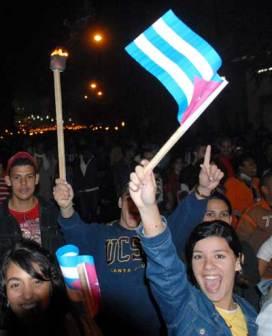 Los estudiantes cantan y gritan consignas durante su caminata, el 27 de enero de 2011, La Habana, Cuba. Foto: Calixto N. Llanes/Juventud Rebelde (CUBA)