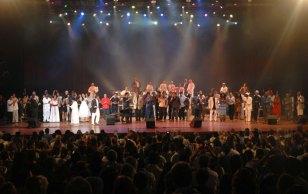 """Elenco artístico de la Serenata de la Fidelidad canta junto a Cándido Fabré """"Cuba que linda es Cuba"""", el 14 de Agosto de 2011, La Habana, Cuba. Foto: Calixto N. Llanes/Juventud Rebelde (CUBA)"""