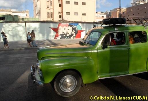 Un carro antiguo circula por las calles de La Habana, el 12 de Marzo de 2007, La Habana, Cuba. Foto: Calixto N. Llanes (CUBA)