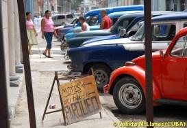 Parqueo estatal de bici-taxis, motos y autos en La Habana, el 15 de Septiembre de 2010, La Habana, Cuba. Foto: Calixto N. Llanes (CUBA)