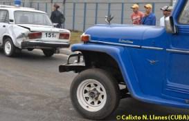 Un carro de la policía fue chocado por un almendrón, el 18 de Enero de 2011, Artemisa, Cuba. Foto: Calixto N. Llanes (CUBA)