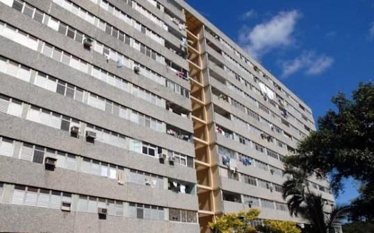Edificio multifamiliar doce plantas, el 4 de Septiembre de 2011, La Habana, Cuba. Foto: Calixto N. Llanes (CUBA)