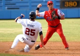 ¿Se adueñará el tunero Alexander Guerrero del campo corto? el domingo 8 de julio de 2012, La Habana. Foto: Calixto N. Llanes/Juventud Rebelde (CUBA)