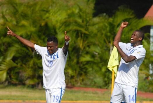 Marvin Chavez (19) celebraba su gol junto a su companero Oscar Boniek Garcia (14), el viernes 7 de septiembre de 2012, La Habana. FOTO de Calixto N. Llanes/Juventud Rebelde (CUBA)
