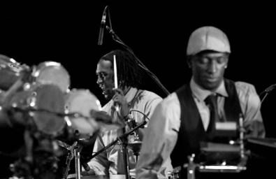 Rodney Barreto (batería) y Dreiser Durruty (tambores batá) acompañaron al maestro Chucho Valdés durante la gala inaugural el Festival Internacional Jazz Plaza 2012, el jueves 20 de diciembre de 2012, La Habana. FOTO: Calixto N. Llanes (CUBA)
