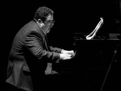 El pianista mexicano Arturo O'`Farrill durante el 2do día del Festival Internacional Jazz Plaza 2012, el viernes 21 de diciembre de 2012, La Habana. FOTO: Calixto N. Llanes (CUBA)
