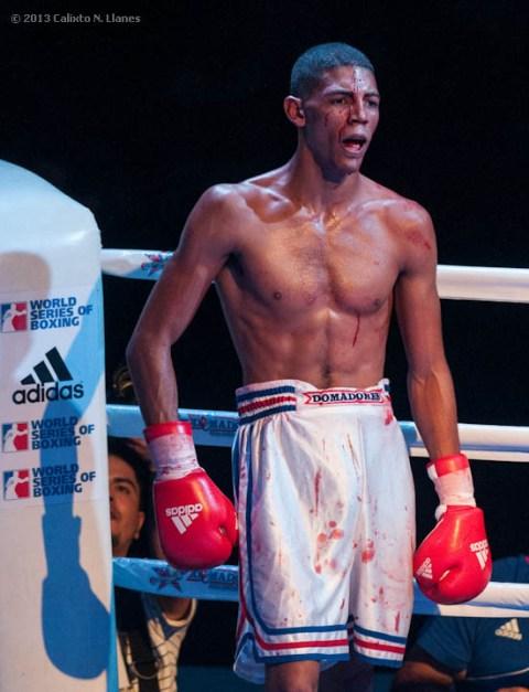 Así terminó su pelea Marcos Forestal, de los Domadores de Cuba, ante Muhammad Shehov, de Rusia, en los 56 kg, durante la IV Serie Mundial de Boxeo (WSB), que tuvo lugar en el Coliseo de la Ciudad Deportiva, el viernes 6 de Diciembre de 2013, La Habana. FOTO: Calixto N. Llanes (CUBA)