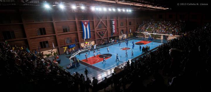 Vista panorámica de la Sala Giraldo Córdova Cardín durante el cuarto juego de la final Ciego de Ávila vs Capitalinos, el martes 17 diciembre de 2013, Ciego de Ávila. FOTO de Calixto N. Llanes (CUBA)