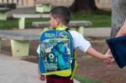 Niño con su mochila de manos de su madre camina a la escuela el primer día de clases del nuevo curso escolar 2015-2016 el martes 1 de septiembre de 2015. FOTO de Calixto N. Llanes/Juventud Rebelde (CUBA)