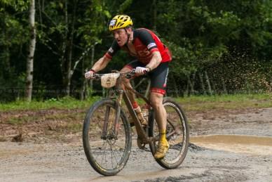 Ibón Zugasti pedalea durante tercera etapa de la Titán Tropic Cuba de ciclismo de montaña. FOTO de Calixto N. Llanes (CUBA)