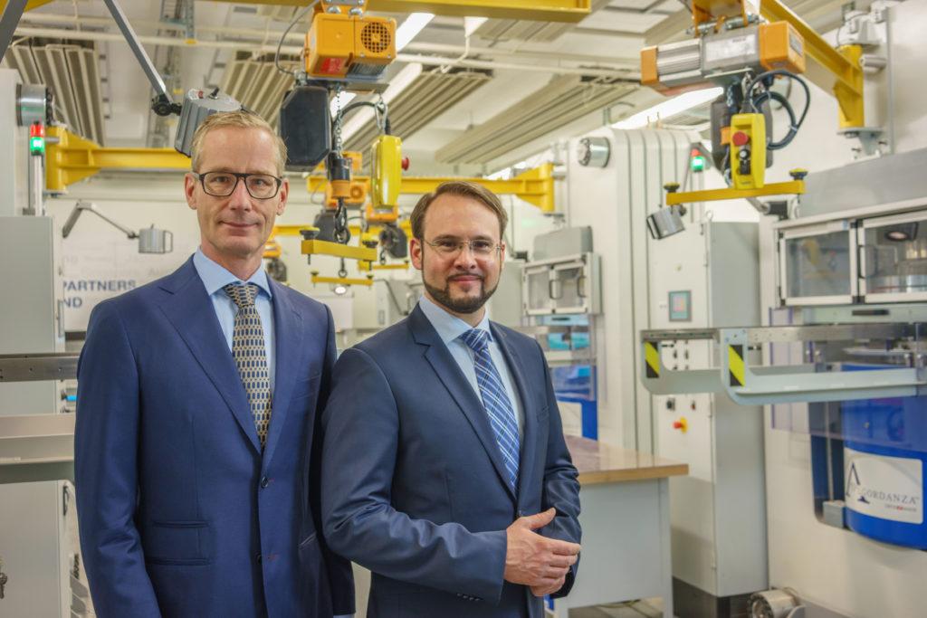 Frank Ripka (links) und Rinaldo Willy, Geschäftsführer des Schweizer Unternehmens Algordanza, das vor 14 Jahren das Konzept des Erinnerungsdiamanten entwickelte.