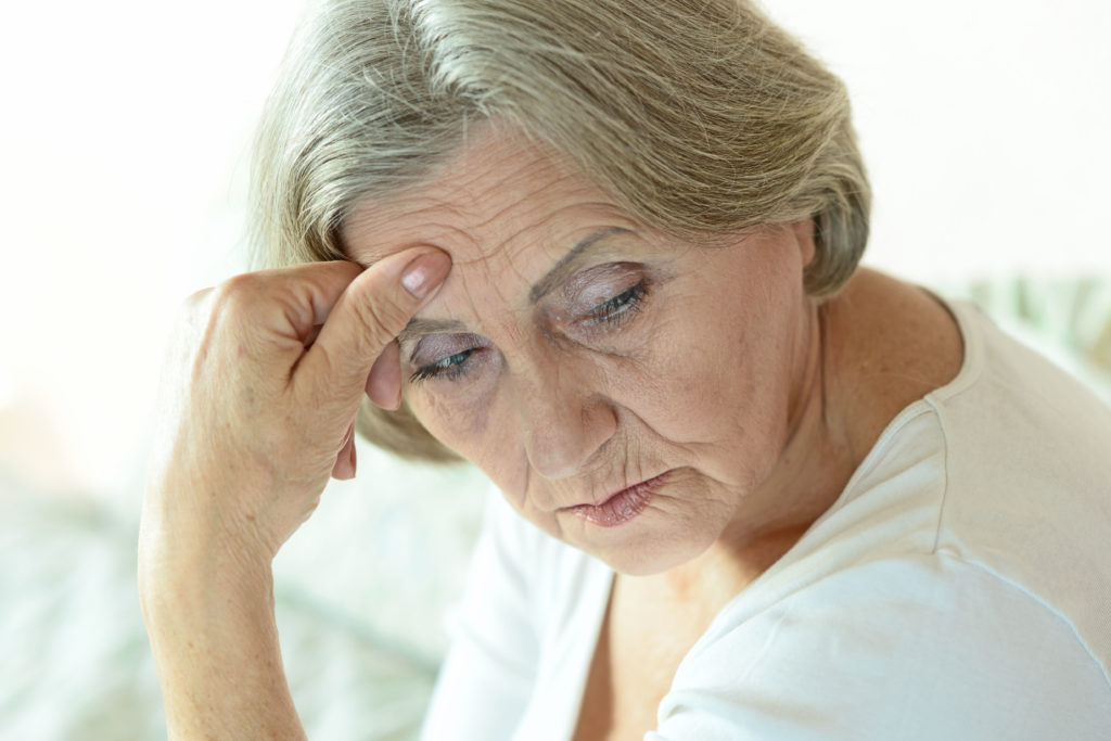 Wer im Alter etwa nicht ausreichend mit Vitamin B12 versorgt wird, leidet in vielen Fällen nicht nur unter körperlicher Erschöpfung, sondern kann auch schwere neurologische Folgeschäden entwickeln - Mangelerscheinungen