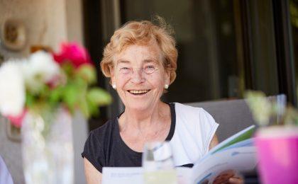 Viele Senioren würden ihre Nachkommen gerne finanziell unterstützen. Doch häufig fehlt es dafür an Geld. Eine Lösung für mehr finanziellen Spielraum im Alter kann die Immobilien-Leibrente sein.