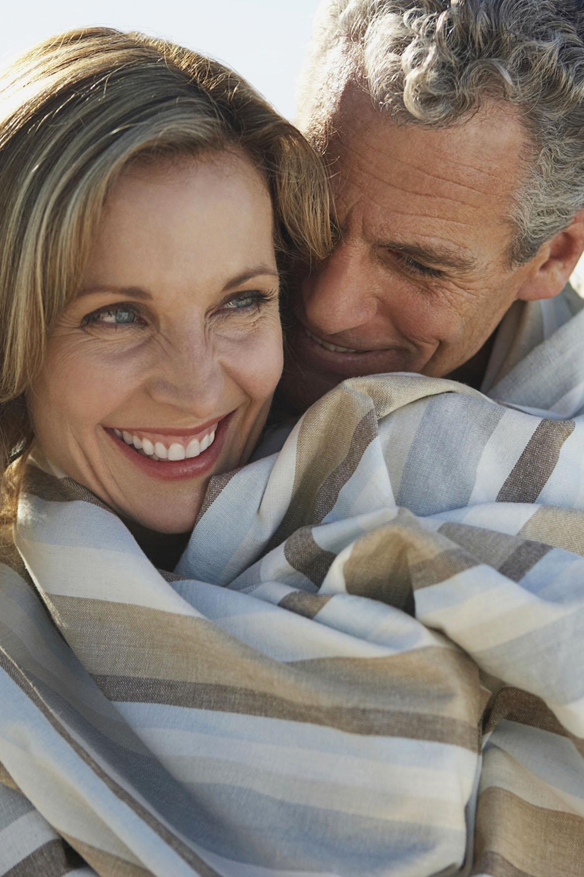 Auch nach den Wechseljahren gesund bleiben und das Leben genießen - die Hormone spielen hierbei eine wichtige Rolle.