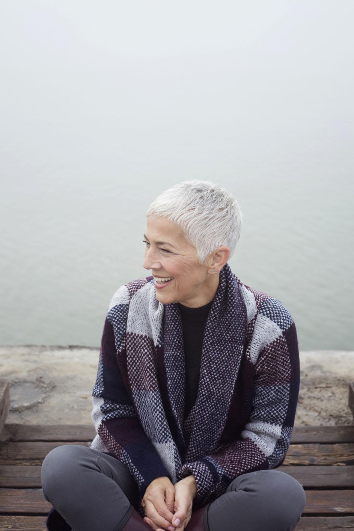 Wenn in den Wechseljahren die Östrogenspiegel sinken, geht der Schutz der Hormone etwa vor Gefäßerkrankungen und Osteoporose verloren.